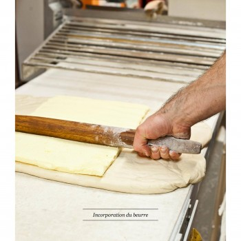 3. After allowing the fresh dough to rest for awhile, it's time to press the butter (pure, of course!) inside the dough.